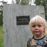 Elmer vid de sjungande stenarna. Foto Johan Eriksson