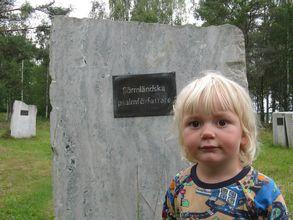 Elmer vid de sörmländska psalmförfattarnas egen hörna. Foto: Johan Eriksson.