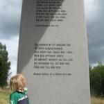 Bevare mig och signe, vilken stor sten. Foto: Johan Eriksson