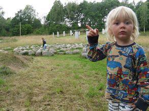 Elmer träder in i psalmernas värld. Foto: Johan Eriksson