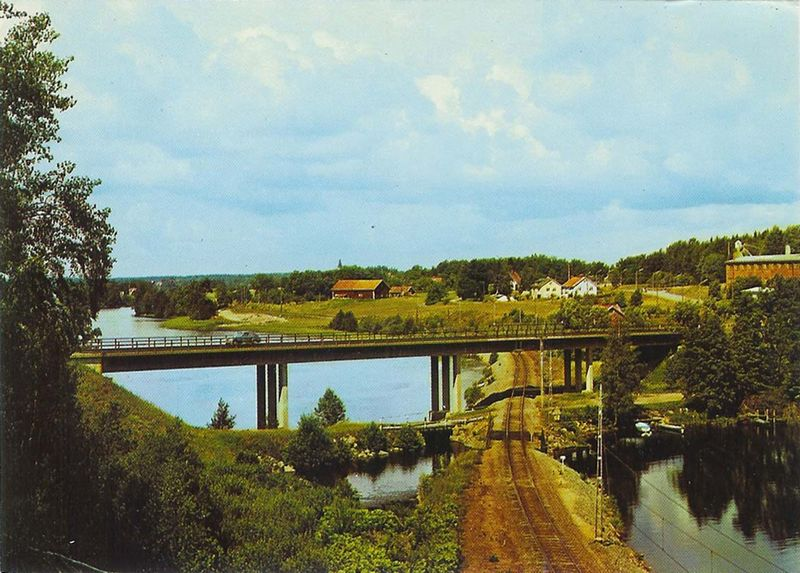 Vykort Motiv från Mellösa (bron över järnvägen), foto AB Flygtrafik O Lilljeqvist AJ 414